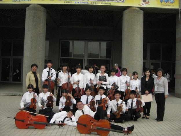 埔里鎮大成國中弦樂隊參加全國音樂比賽中區決賽,勇奪弦樂合奏、弦樂四重奏雙項優等第一。