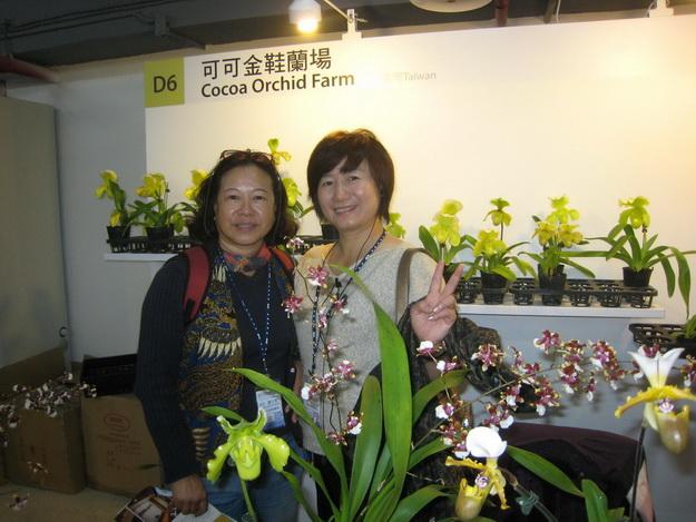受邀在台北花博展出蘭花的陳淑英(右),也因此獲得國際人士關注,邀請至義大利展出