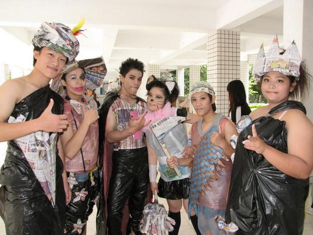 仁愛高農畢業生環保服裝秀。(一元二吉攝)