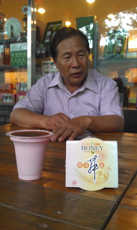 宏基蜂蜜負責人賴朝賢