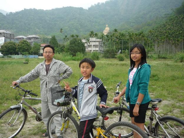 旅行真好,兼顧親子與創作。(潘樵提供)