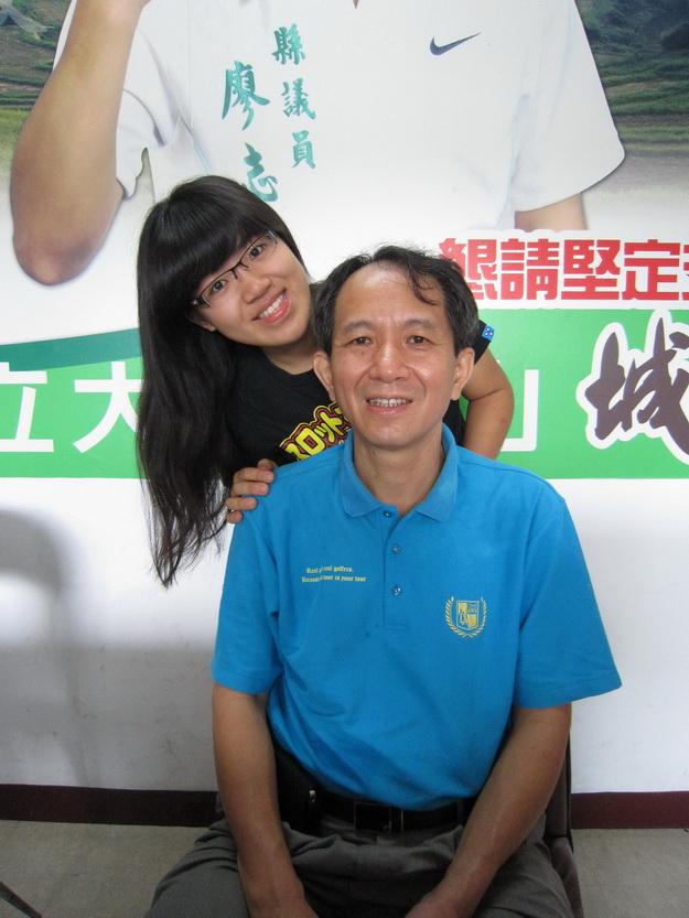 廖志城女兒以父親為師,用心學習服務,一家和樂以服務為志業。(林子婷攝)