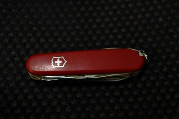 社論──鐵礦沙與瑞士刀