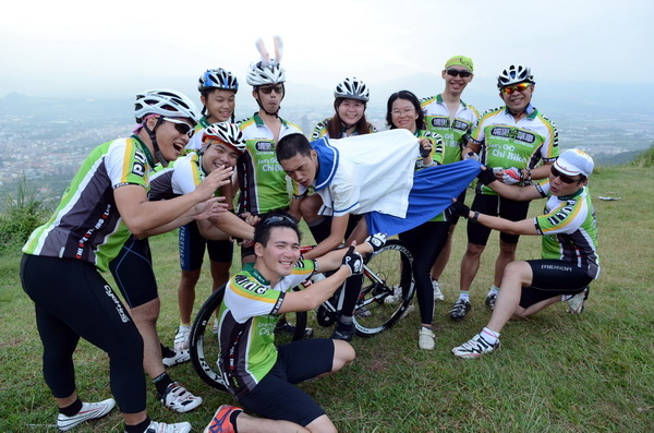 埔里奇單車隊員潘胤杰盼望埔里鄉親為他集氣,將穿著類似圖中的水手服,參加2012年環化自行車大賽。(柏原祥攝)
