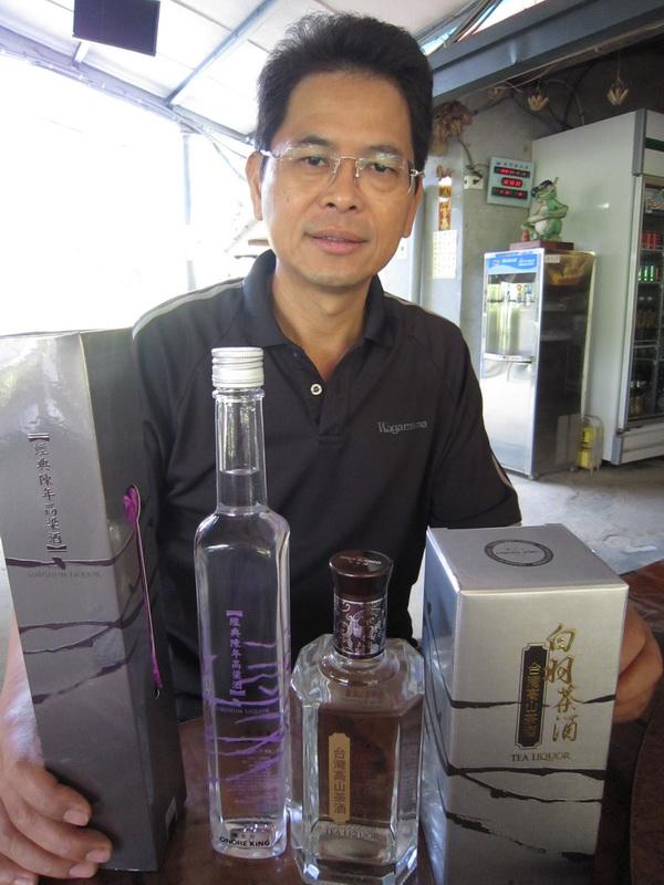 陳俊男獨家引進耀金台茶酒,風味獨具,未來可望成為台灣 酒品代表。(林子婷攝)