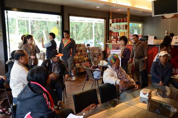 來自屏東泰武鄉的咖啡農們來魚池鄉取經,學員參與熱烈,發問也很踴躍。(柏原祥攝)