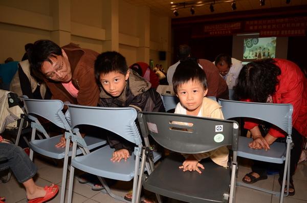 春風關懷協會舉辦全民CPR活動,小朋友們也前來學習。(柏原祥攝)