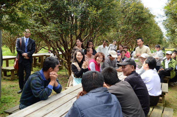 台灣之心有機聯盟成員在樹葡萄園吃尾牙。(柏原祥攝)
