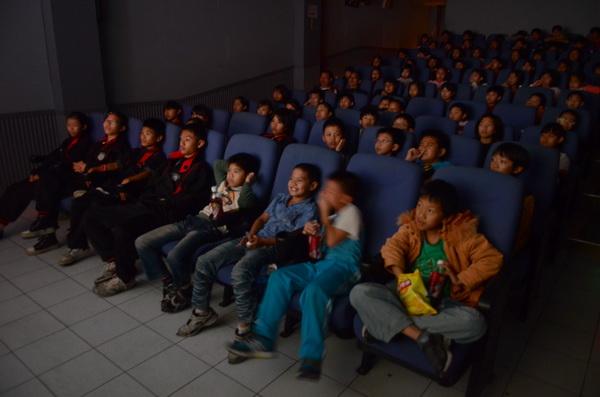 好電影能激勵人心,山明戲院為鼓勵小朋友看勵志電影,特別打折優待。(柏原祥攝)