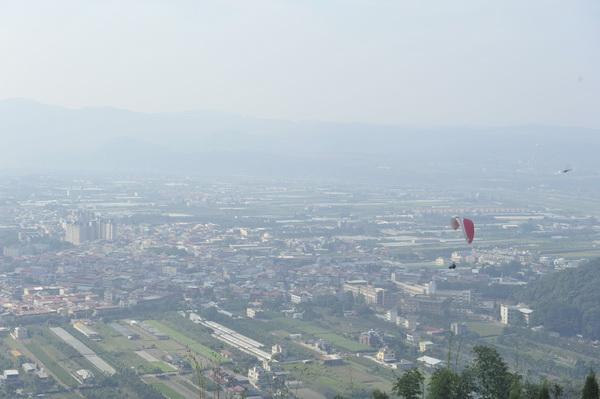 埔里的空氣品質,隨著西半部工業開發與本地焚燒垃圾,能見度常有變化。(柏原祥攝)