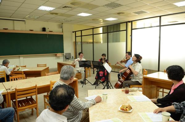 埔里Butterfly交響樂團發起人會議,由悠揚的管弦樂四重奏開場。(柏原祥攝)
