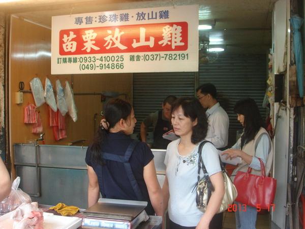 許多埔里鄉親習慣至第三市場購買家禽。