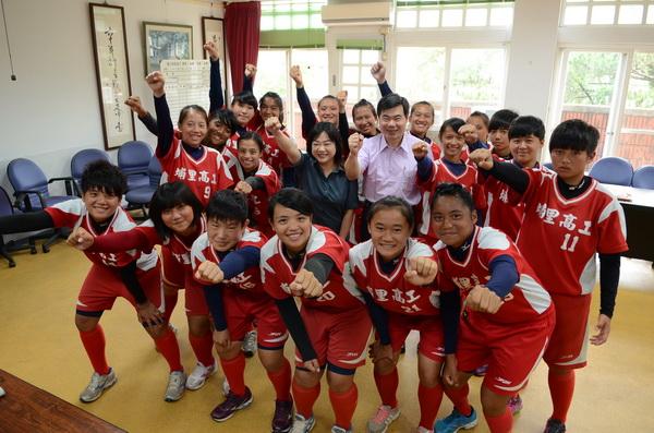 埔里高工女壘隊獲得全國冠軍,多位隊員入選國手。(柏原祥攝)