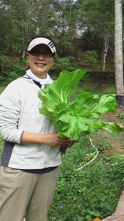 俞國珠來埔里改當農夫,生活過得很愜意。(俞國珠提供)
