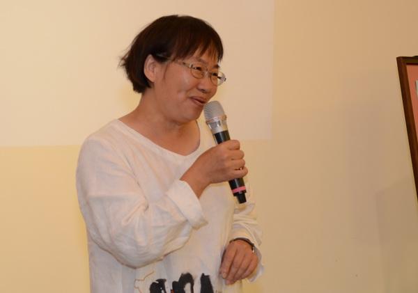 新故鄉基金會執行長顏新珠期勉參與計畫的伙伴能快樂的做社會實踐。(柏原祥攝)