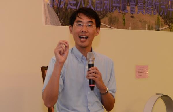 台大社會系教授陳東昇認為,大學不應該只是產製學術論文的工廠,應該多在社會實踐及人文創新上著力。(柏原祥攝)