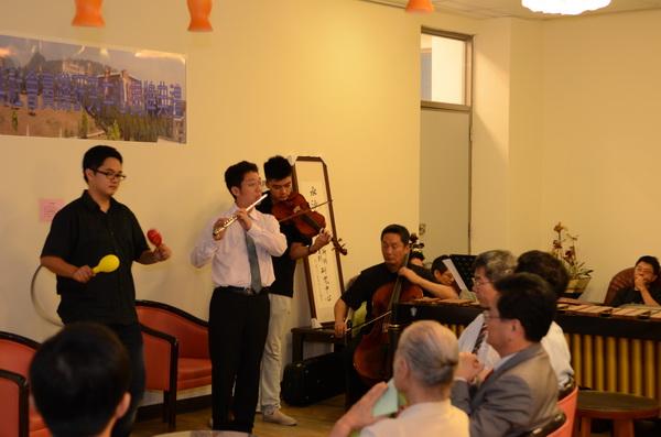 水沙連人文創新與社會實踐研究中心揭牌儀式,由埔里在地管弦樂團演奏《快樂頌》開場。(柏原祥攝)