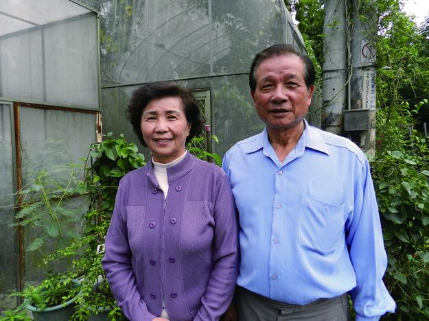 余文田(右)與妻子游美英,攜手走過輝煌的埔里蝴蝶產業盛況。