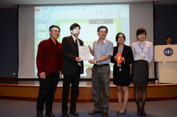 暨大餐旅管理學系畢業專題成果發表,評鑑積分優勝的同學可獲得獎狀與紅包。(柏原祥攝)