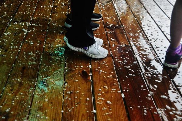埔里下冰雹,持續約廿分鐘。(李榮芳攝)