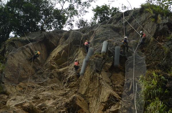 蘇力颱風,土石流,台14線,淹水,大坪頂,仁愛,埔霧公路,坍方,搶通,觀音瀑布,落石,颱風,廬山,撤離