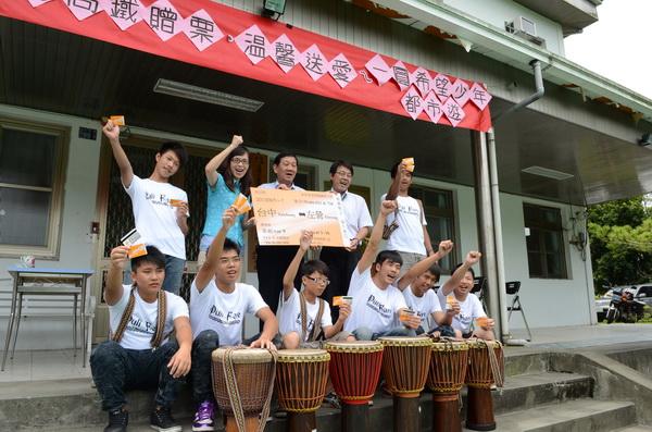 台灣高鐵贈票,南投家扶希望學園少年南部旅行的夢想成真。(柏原祥攝)