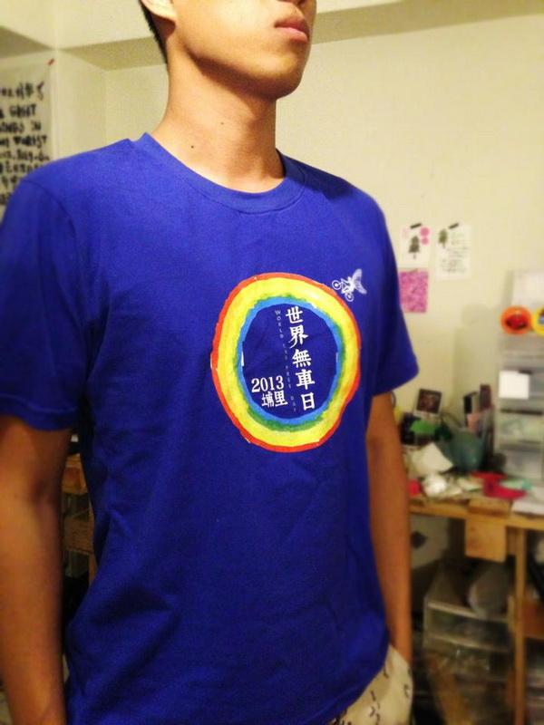 藍色T恤是工作人員制服。
