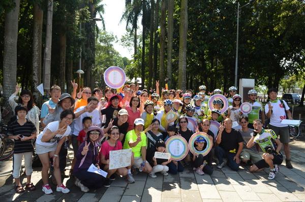 世界無車日15日在中興實驗林預演,埔里青年志工大會師。(柏原祥攝)