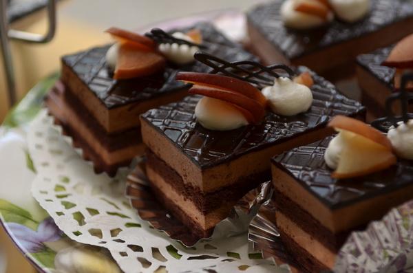 陳綢少年家園烘焙教室學員烤的巧克力蛋糕。(柏原祥攝)