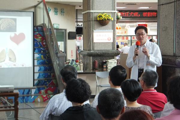 中榮埔里分院院胸腔內科兼安寧照護主任林青沅表示安寧緩和醫療符合人性的需求。(唐茹蘋攝)
