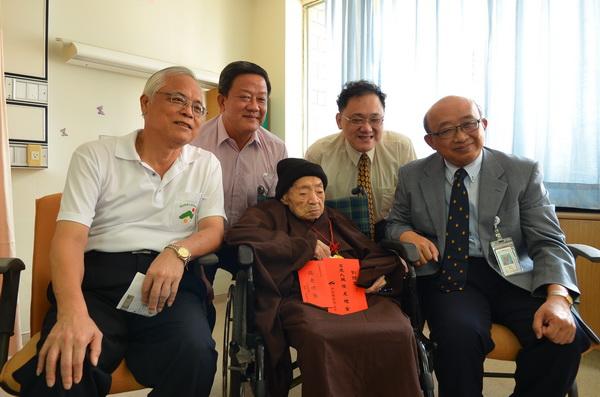 劉鏡寰老太太高齡114歲,是台灣最老的人瑞。(柏原祥攝)
