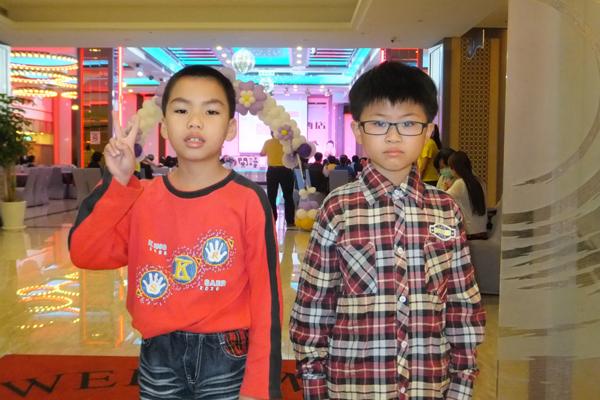 閱讀高手是南光國小陳致中(左),心得達人則是僑光國小鄧豪(右)。(唐茹蘋攝)