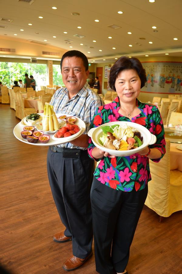 金都餐廳總經理王文正、董事長林素貞夫婦,被譽為餐飲界的「楊過與小龍女」。(柏原祥攝)