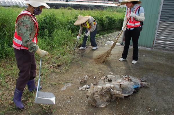 地方社團認養環境清潔,還埔里乾淨的環境。(柏原祥攝)