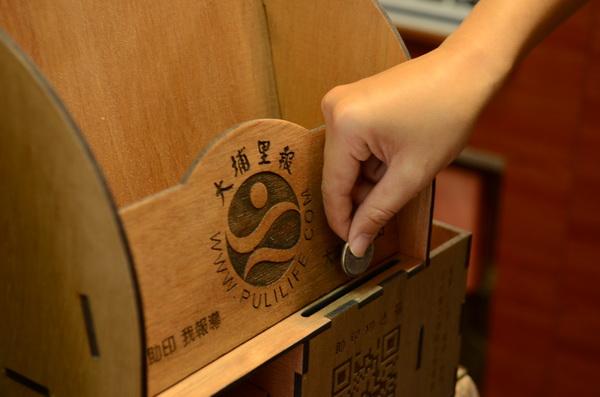 大埔里報箱及助印功德箱由敲敲木工房設計製作。
