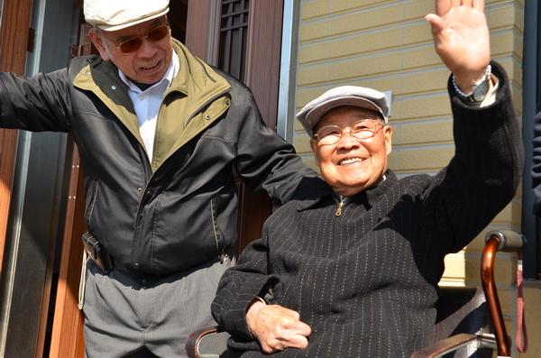 王海清有埔霧公路「櫻花之父」的美名,他高齡91,身體還頗硬朗。(柏原祥攝)