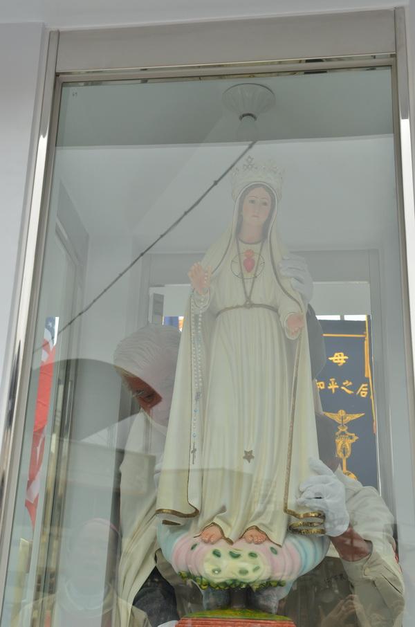 全世界的法蒂瑪聖母甚至聖母亭,都必須以同樣的規格打造。(柏原祥攝)