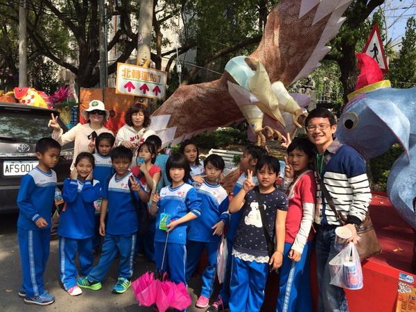 中正國小以「卡度之鷹」作品,在南投燈會獲得「優等」獎勵。(圖/縣府提供)