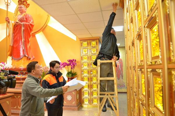 埔里鎮公所在慈孝堂一樓增設箱櫃,最高單價達50萬。(柏原祥攝)
