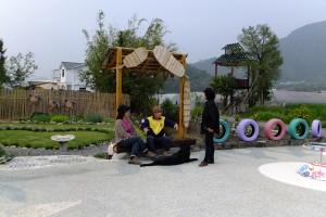 心田公園現成為社區居民聊天社交的場所。(唐茹蘋攝)