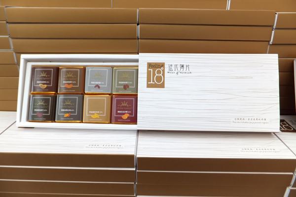 今年Feeling 18送出的巧克力不但換新包裝,還加量加大。(唐茹蘋攝)