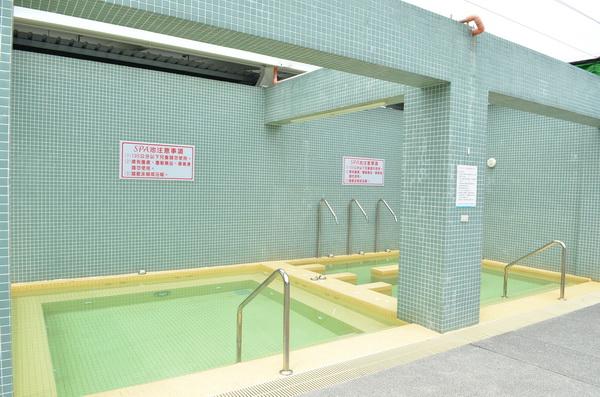 國姓鄉立游泳池也有spa按摩池、烤箱等設備。(柏原祥攝)