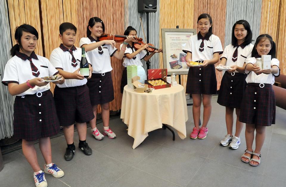 桐林國小為籌措學習小提琴經費,在愛心廠商協助下,發起蛋黃酥義賣活動。(圖片來源:埔里紙教堂)