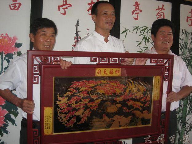 黑豆園負責人黃秋田勇奪筊白筍美食競賽冠軍(黃敬婷攝)