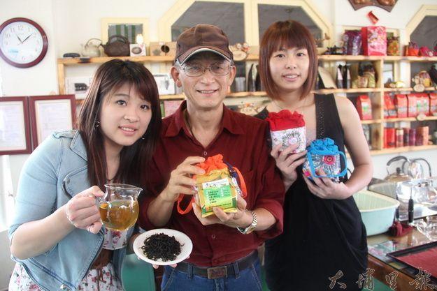 蜜雪茶上市發表會。三八八推出新茶的廖吳金率工作人員發表新茶。(黃彥文攝)