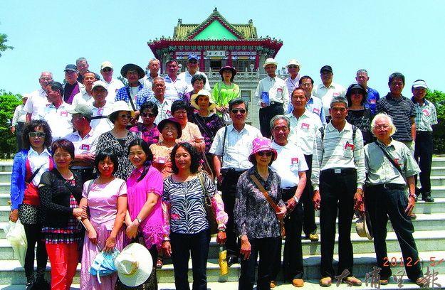 覺靈寺有感志工、鸞生等辛勞付出,特辦金門戰地風情遊。(楊樹煌攝)
