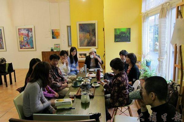 日月人文藝廊時有活動、講座,氣氛溫馨而熱鬧。(日月人文藝廊提供)