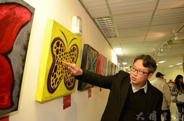 張家銘創作一系列「愛心蝶」作品,義賣籌募長期照護大樓基金。(柏原祥攝)
