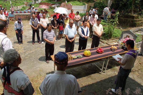 原民鄉的殯葬儀式,隨著族群融合,展現兼容並蓄的特色。(柏原祥攝)