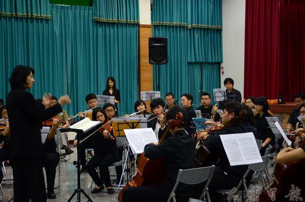 Butterfly交響樂團在牛耳石雕公園演奏初心音樂會。(柏原祥攝)